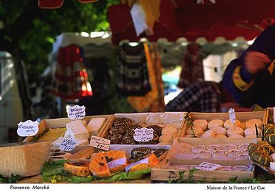 Auf vielen Wochenmärkten in der Provence kann man typische Spezailiäten der Provence direkt vom Erzeuger kaufen. Sehr empfehlenswert!