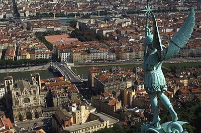Wunderbarer Panorama Ausblick auf die Stadt Lyon, fernab des öffentlichen Trubels