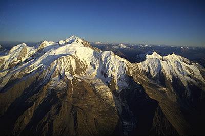 Der Mont Blanc ist der höchste Berg der Alpen und Europa. Er verläuft zwischen Frankreich und Italien und misst eine Höhe von 4.810 Metern.