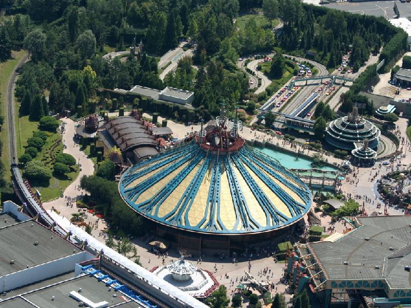 Disneyland Resort Paris gehört zu den bekanntesten Freizeitparks Europas. Der Disneyland Park  ist der älteste Teil und das Kernstück des Resorts.