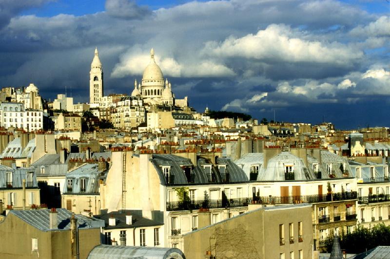 Eine der bekanntesten Kirchen in Paris. Die Basilika Sacré-Coeur wurde im 19. Jahrhundert auf dem Hügel Butte Montmartre errichtet.