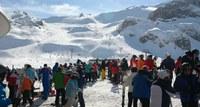 Gedränge auf der Piste: Zerstören Skitouristen tatsächlich die Alpenwelt, wie Kritiker immer wieder einwerfen? Hans (CC0-Lizenz) © pixabay.com