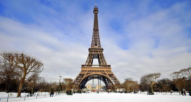 Paris im Januar bei Schnee